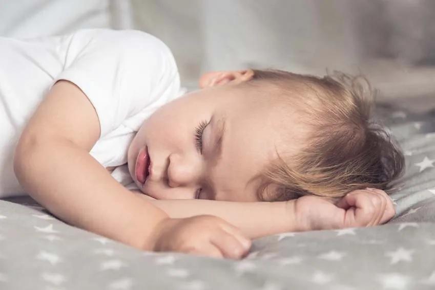 Oldalt alvás